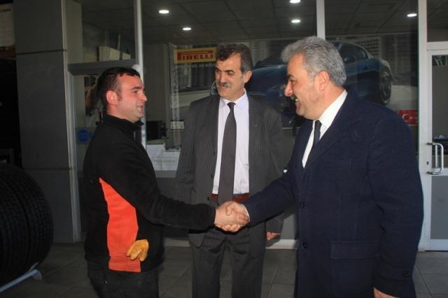 Demokrat Parti Trabzon Büyükşehir Belediye Başkan Adayı Ercan Şılbır ve Demokrat Parti Ortahisar Belediye Başkan Adayı Tahsin Azaklı, beraberinde ki meclis üyesi adaylarıyla birlikte bugün Değirmendere esnafını ziyaret etti.