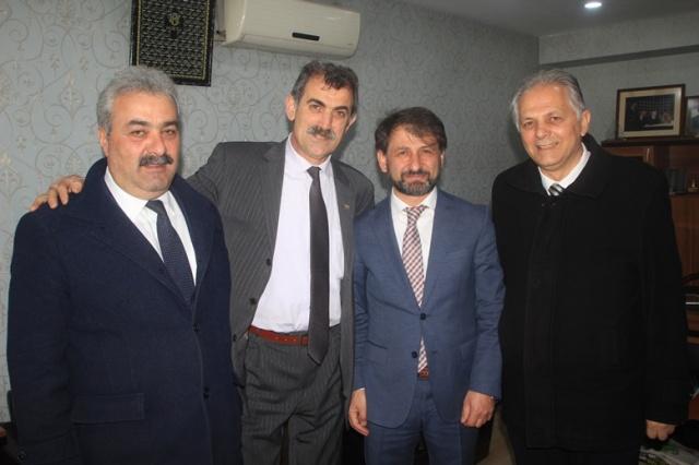 HALK EKONOMİK KRİZLE BOĞUŞUYOR! Demokrat Parti Trabzon Büyükşehir Belediye Başkan Adayı Şılbır esnaf ziyaretleri kapsamında vatandaşla sohbet etti.