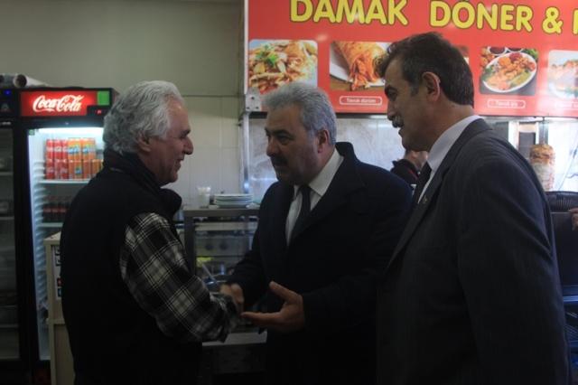 Değirmendere esnafını ziyaret eden Büyükşehir Belediye Başkan Adayı Ercan Şılbır; ''Sadece burada değil, her yerde esnafımızın dükkânı boş, biz yola çıkarken dedik ki esnafın halinden esnaf anlar, tepeden inme bürokratlar değil!''