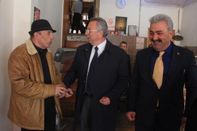 Demokrat Parti Trabzon Büyükşehir Belediye Başkanı Ercan Şılbır bugün Demokrat Parti Çaykara İlçe Başkanı ile bugün seçim çalışmalarına Çaykara'da devam ettiler.