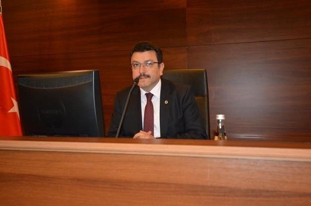 AHMET METİN GENÇ DÜN İKİ KEZ GERİLDİ  Ortahisar Belediye Meclisi'nin ikinci oturumu dün başladı. Meclisin ambiyansı moraller yüksek görülüyor. Muhalifler ve iktidarlar sıralarına otururken hepsinin aklında bir şeyler var. Ama hepsinin aklında tek bir şey de var! İstanbul seçimleri. Kulislerde hep bu konuşuldu.