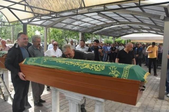 İnternet üzerinden ticaret yapan ve yaklaşık 45 bin lira civarında zarar eden Mahmut Can Kalkan'ın, son zamanlarda psikolojik sorunlar yaşadığı, ancak bugüne kadar bir tedavi görmediği bildirildi.