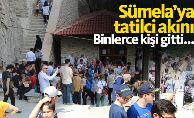 Restorasyon çalışmaları nedeniyle 22 Eylül 2015 tarihinden itibaren 3,5 yılı aşkın süredir ziyarete kapalı olan Sümela Manastırı'nın bir bölümünün ziyarete açılmasıyla Ramazan bayramında tatilcilerin akınına uğradı.