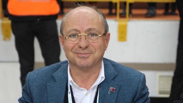 """Bordo-mavili kulübün başkan yardımcısı Önder Bülbüloğlu, yaptığı açıklamada kararın bugün ya da yarın açıklanmasını beklediklerini belirterek, """"TFF Başkanı Nihat bey ile bakanımız orada görüşme yaptılar. Burada üç şart vardı. İlki Türkiye Futbol Federasyonu'nun kendi mali disiplin komitesini kurup iç denetimini sağlaması, ikincisi kulüplerin kamu tarafından yapılandırması ve üçüncüsü 2019 için bizim en fazla 5 milyon Euro açık vermemizdi. 5 Milyon Euro'yu tutturuyoruz."""