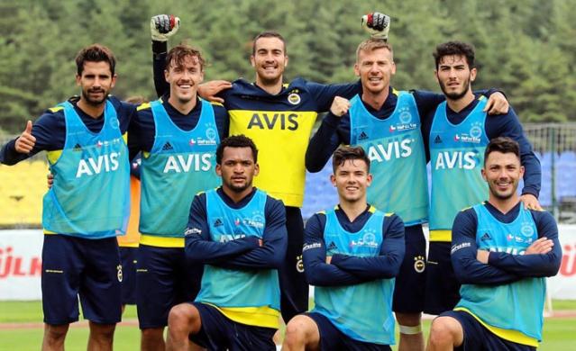 FENERBAHÇE (AVUSTURYA)  İlk etap kamp çalışmalarını Topuk Yaylası'nda bulunan tesislerinde geçiren Fenerbahçe, ikinci etap kamp çalışmaları için Avusturya'ya hareket edecek.