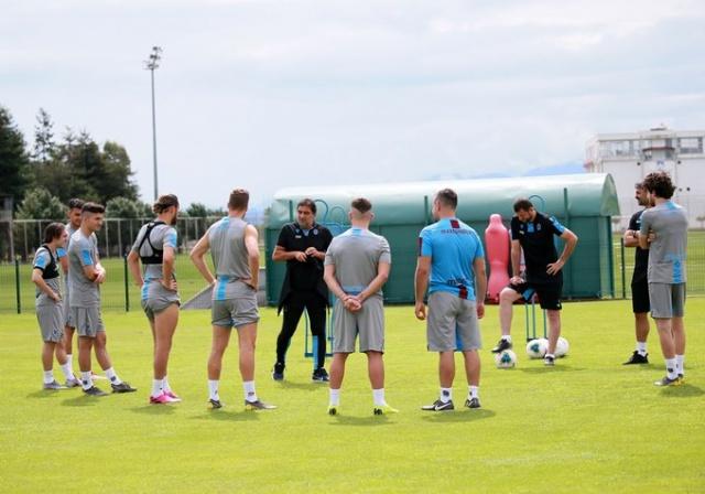 Teknik Direktör Ünal Karaman yönetiminde gerçekleşen antrenmanda futbolcular dayanıklılık çalışmaları gerçekleştirdi.