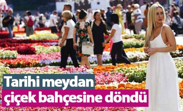 Rusya'nın başkenti Moskova'daki tarihi Kızıl Meydan'da, yerli ve yabancı turistlerin ilgisini çeken ve kentin önemli alışveriş merkezi olan GUM'da çiçek festivali sürüyor.