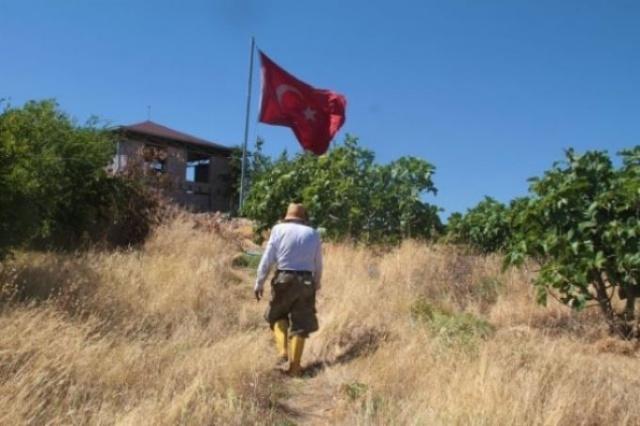 Bir süre daha Eskişehir`de kalan ancak eşini unutamayan Abay, emekli olduktan sonra memleketi olan Tunceli`nin Pertek ilçesine bağlı Çakırtepe köyüne döndü
