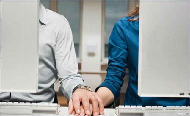 İş hayatında olan insanların neredeyse % 40'ı hayatlarında bir kere ofis ortamında aşk yaşamıştır.