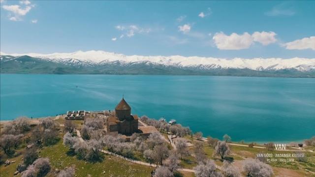 """Gönüllü drone pilotları Türkiye'nin doğal güzelliklerinin yurt içinde ve yurt dışında tanıtımının yapılması için sekizinci kez düzenlenen """"Doğa İçin Uç"""" projesi ile eşsiz güzellikleri kuş bakışıyla gösterdiler."""