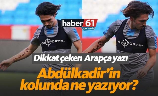 Haber61 Spor Servisi Soner Doksanbir  Trabzonspor dünkü antrenmanını Akyazı Stadı'nda gerçekleştirirken bordo mavililerin genç yıldızı Abdülkadir Ömür'ün kolundaki yazı hem takım arkadaşlarının hem de basının dikkatini çekti.