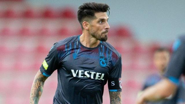 Trabzonspor yönetimi sezon sonu sözleşmesi bitecek olan oyuncuya gelecek sezon takımda kalması için yeni teklif sunacak