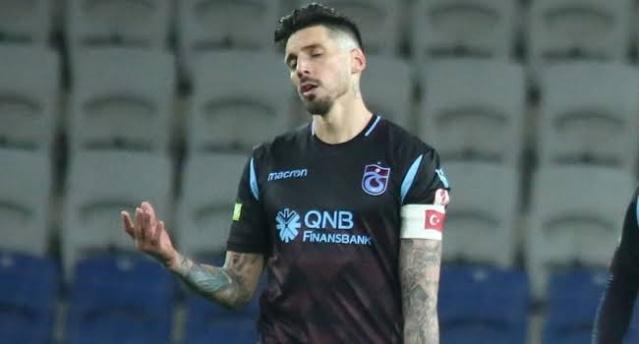 Görüşmeler önümüzdeki sezonlar için Arjantinli oyuncunun performansından ve takım kaptanlığından oldukça memnun olan Trabzonspor yönetimi, oyuncunun performansını etkileyecek eylemden ve kararlardan uzak kalmak istiyor.