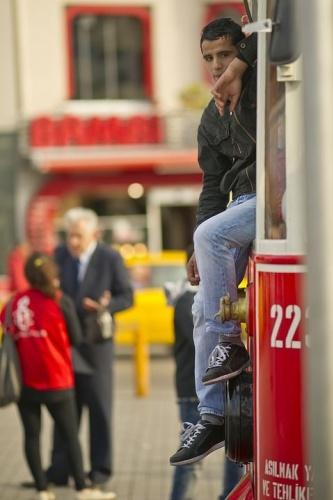 Türkiye'nin yüzde 58.3'ü evden uzakta bir haftalık tatil masraflarını karşılayamadığını ve yüzde 11.5'i konut masraflarının yük getirdiğini beyan etti.