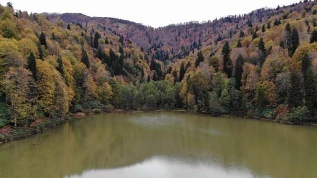Borçka Karagöl'ün sonbahar güzelliği