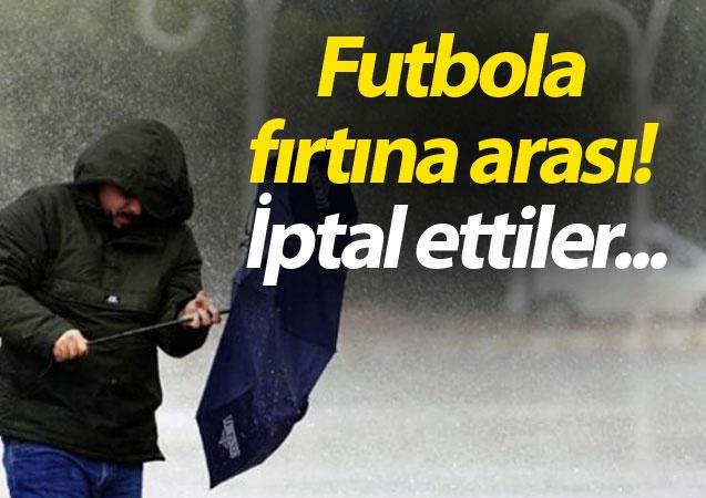Antalya'da başlayan şiddetli yağmur ve fırtına, futbol kulüplerinin kamp için tercih ettiği Belek'i vurdu. Bölgede dereler taşarken, birçok yol sular altında kaldı. Birçok takım saha çalışmalarına ara vermek zorunda kaldı.
