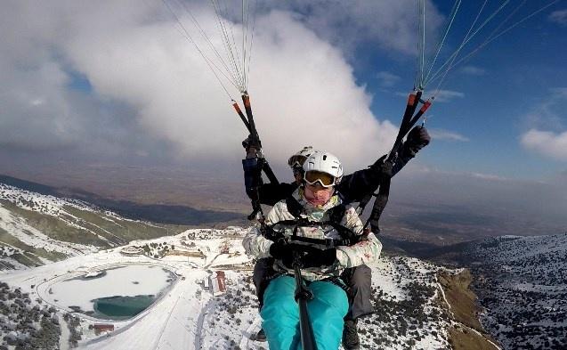 Erzincan'da Munzur Sıra Dağlarının eteklerinde bulunan 2 bin 950 rakımlı Ergan Kayak Merkezi, kış sporları ve doğa turizminin yanında yamaç paraşütü imkanı da sağlıyor.