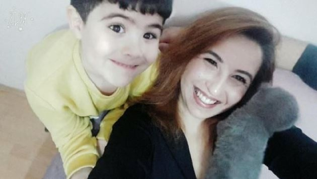 Tokat Devlet Hastanesi'nin ana okulunda müdür yardımcısı olarak görev yapan ve psikolojik sorunları olduğu ileri sürülen Tuğba Uzun (37), evinde oğlu Kayra'yı (10) bıçaklayarak öldürdükten sonra, kendini doğal gaz borusuna asarak yaşamına son verdi. Çilingir ile açılan eve giren baba Mustafa Uzun, eşi ve oğlunun cansız bedeni ile karşılaşınca fenalık geçirdi.