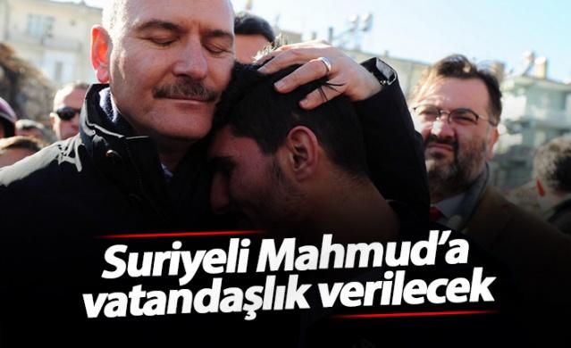 """Cumhurbaşkanı Recep Tayyip Erdoğan, Elazığ'daki 6.8'lik depremde 2 kişiyi enkazdan kurtaran Suriyeli Mahmud el Osman'a ve ailesine vatandaşlık verileceğini açıkladı. Mahmud, """"Bunu yaparken ödül almayı hiç düşünmedim ama çok sevindim. Cumhurbaşkanına teşekkür ederim"""" dedi."""