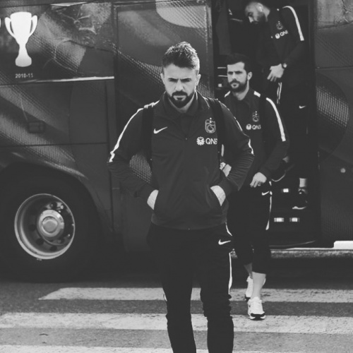 Futbol hayatını noktaladıktan sonra memleketi İzmir'e dönen Kıvrak hakkında bir çok transfer haberi çıksa da başarılı kaleci futbola geri dönmedi.