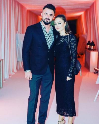Onur Kıvrak yeni açtığı Instagram hesabından Trabzonspor'da forma giydiği dönemden fotoğrafların yanı sıra eşi ve çocuğuyla birlikte fotoğraflarını paylaştı.