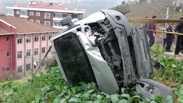 Trabzon'da feci kaza! Freni boşalan kepçe dehşet saçtı
