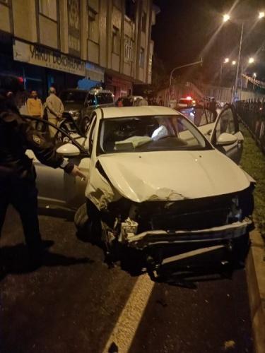 Rize'de alkollü sürücü dehşeti! Park halindeki 4 araca çarptı