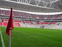 Vali T. Telekom Arena'yı gezdi