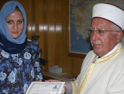 Ezandan etkilenip Müslüman oldu
