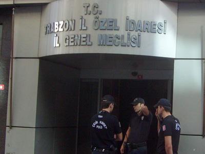Trabzon'da iş yerleri boşaltılıyor
