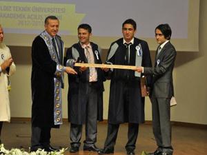 Trabzonlu Çavdar diplomayı O'ndan aldı
