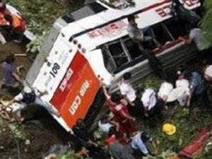 Çin'de yolcu otobüsleri birbirine girdi