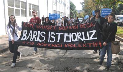 KTÜ Öğrencilerinden 'Savaşa Hayır' Yürüyüşü