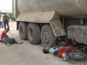 Asker kamyonun altına girdi