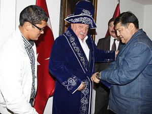 Kazaklar Sadri Şener'i sevdi