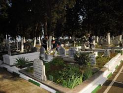 Eşinin mezarı başında öldü