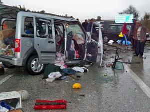 Yolcu minibüsü kaza yaptı: 3 ölü