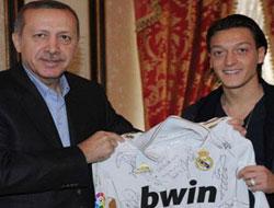 Erdoğan Mesut Özil'i örnek gösterdi