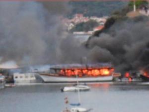 Özdere'de15 tekne kül oldu !