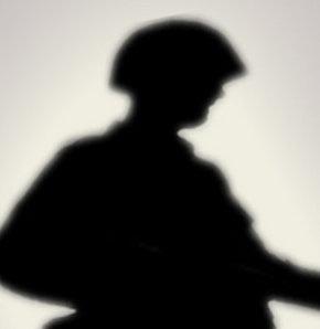Nöbet tutan asker arkadaşını vurdu
