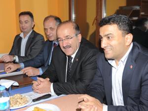Gümrükçüoğlu Pelitli'de konuştu