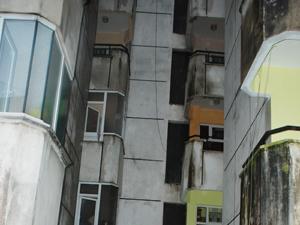 Rize'de bir kadın 2.kattan düştü !