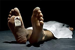 Balkondan düşen gazeteci öldü