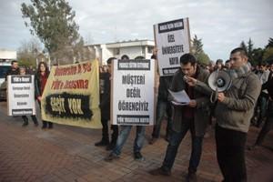 KTÜ'de öğrenciler tasarıyı protesto etti