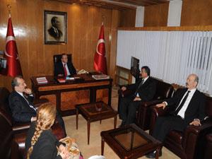 MHP İl Başkanı Kızılcık'ın makamında