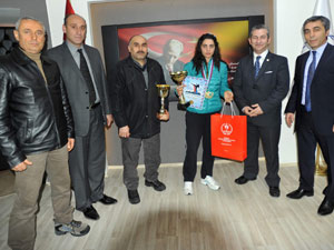 Trabzonlu bayan kick bokscuya ödül