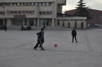 Trabzon Valiliği önü futbol alanı