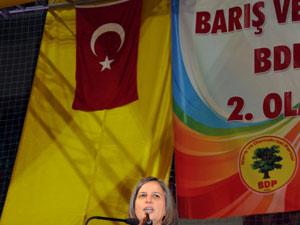 BDP'den Diyarbakır'da Türk bayraklı kongre