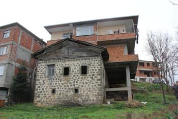 Evin üzerine ev yaptı