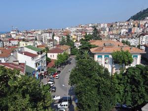 Trabzon'da kış günü sokakta kaldılar